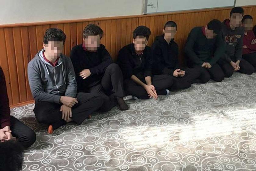 Okul mescidinde Anadolu Gençlik Derneği toplantısı