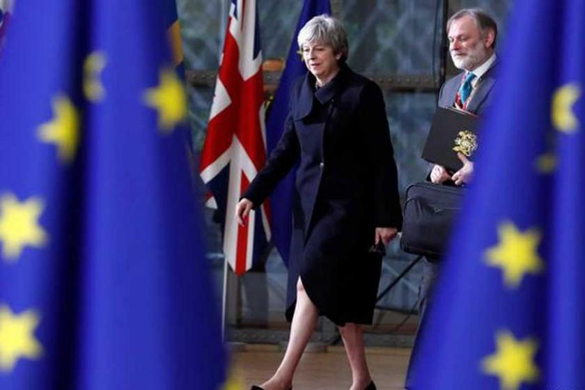Brexit yasası Avam Kamarası'ndan geçti