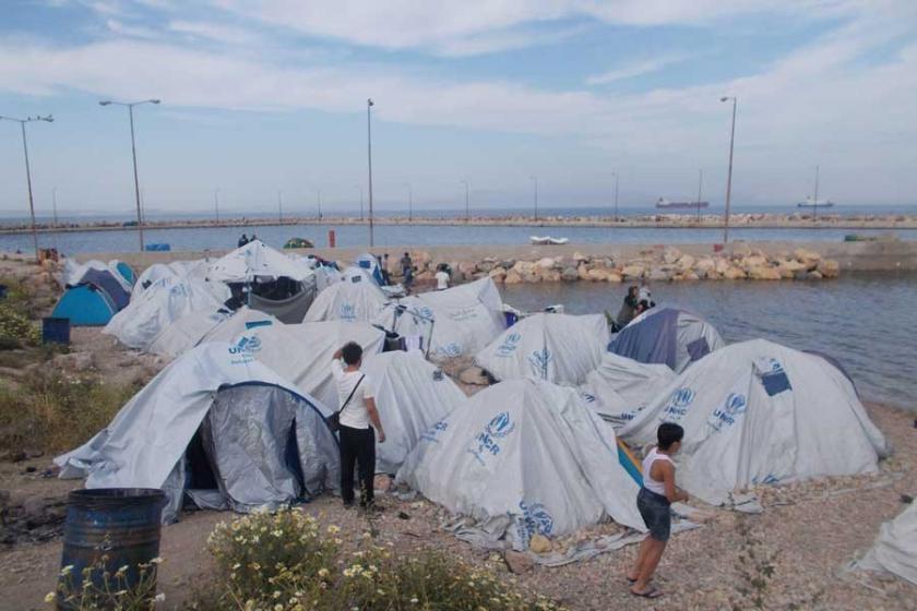 Adalarda tutulan mültecilere kapılar açılsın