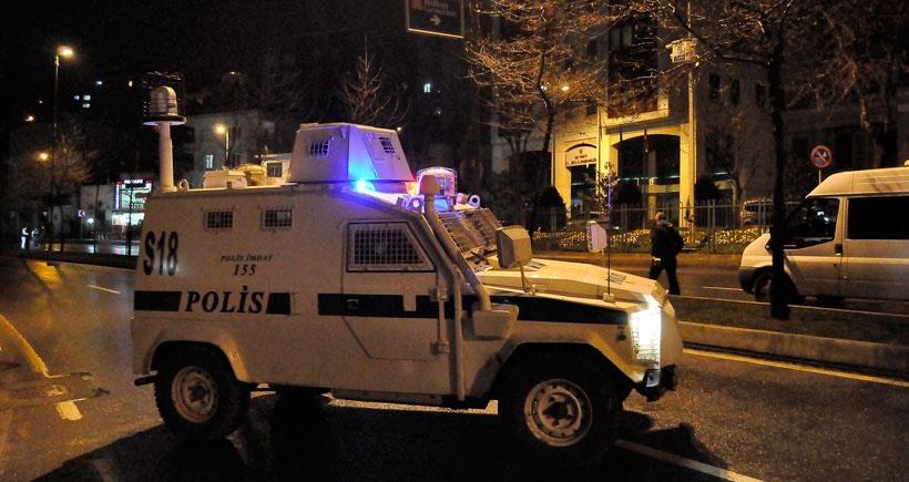 AKP önündeki polis noktasına ateş açıldı