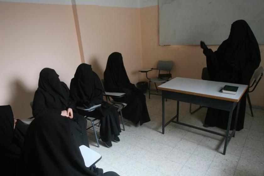Almanya 40 Selefi kadını izlemeye aldı