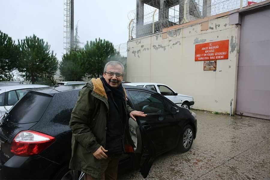 Sırrı Süreyya Önder went to Kandıra jail to  serve his sentence