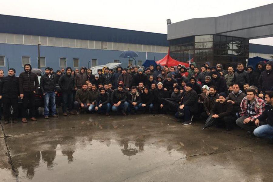 Alstom ve Baysan işçileri de grevdeki Bekaert işçilerini ziyaret etti.