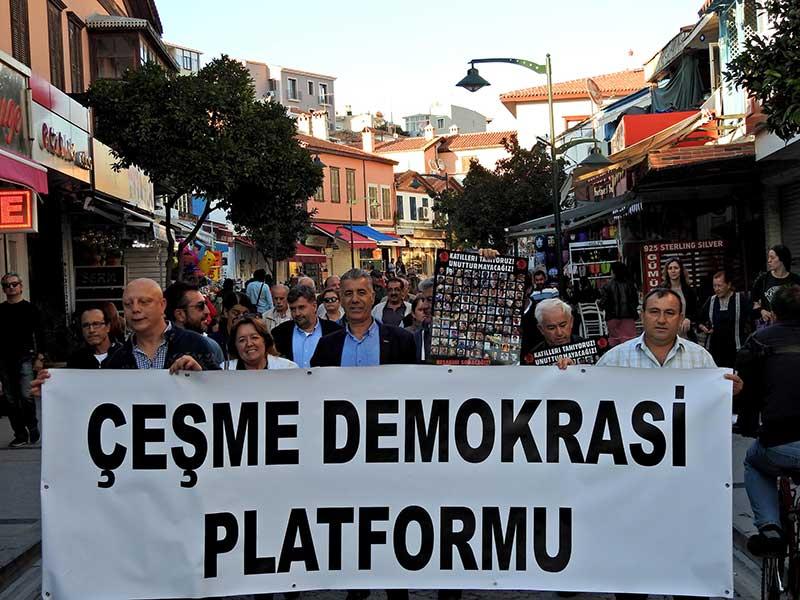 Çeşme'de 10 Ekim Ankara Katliamı'nda yitirilenler için sessiz yürüyüş (Fotoğraf: DHA)