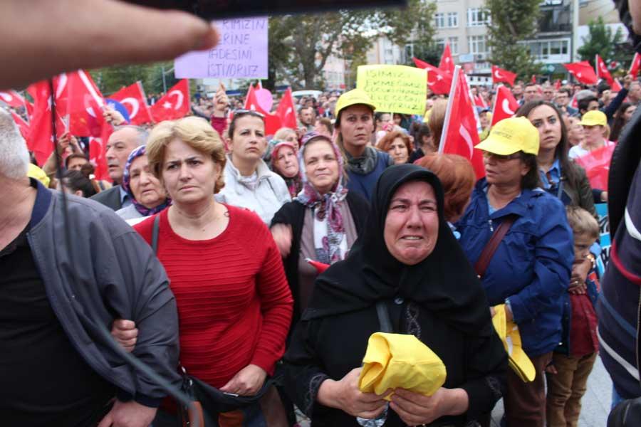 Kırklareli Paşabahçe cam işçilerinin direnişinin bir parçası da işten atılan işçilerin aileleri.