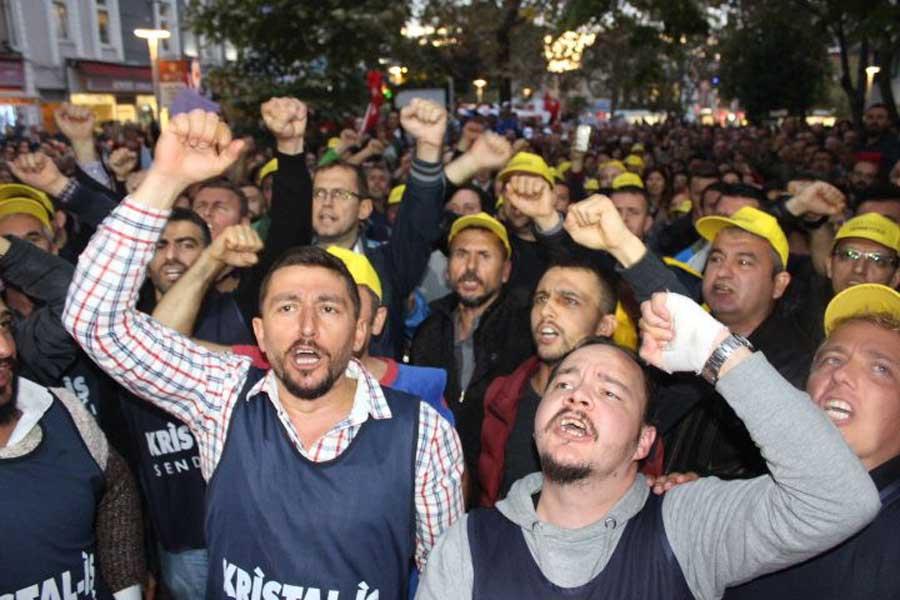 CHP Kırklareli Milletvekili Turabi Kayan direnişteki Kırklareli Paşabahçe cam işçilerinie destek ziyaretinde bulundu.