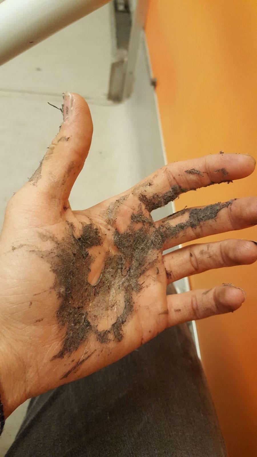 çocuk işçinin eli