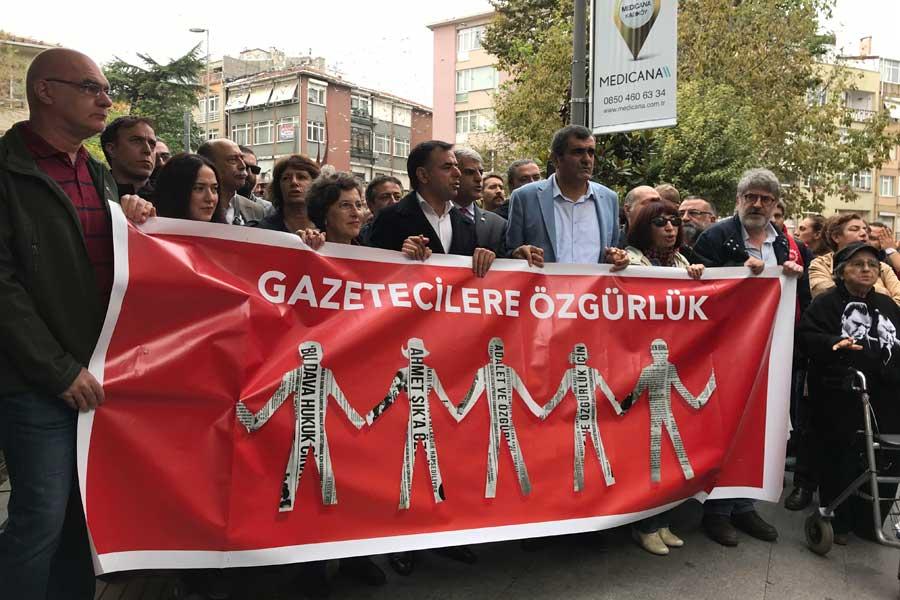 Dışarıdaki Gazeteciler meslektaşları için yürüdü (Fotoğraf: Evrensel)