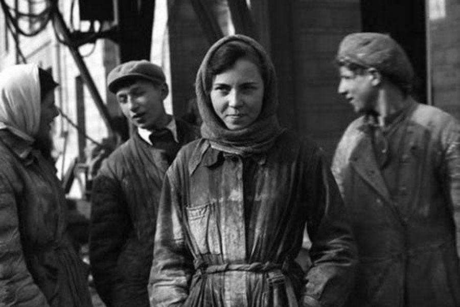 sovyetler birliğinden bir kadın işçi