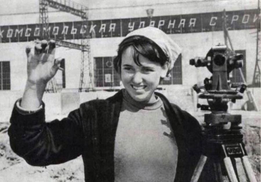 sovyetler birliğinden bir kadın mühendis