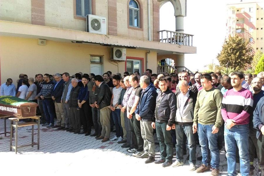 Tüpraş işçisi Mehmet Dere için düzenlenen cenaze töreni