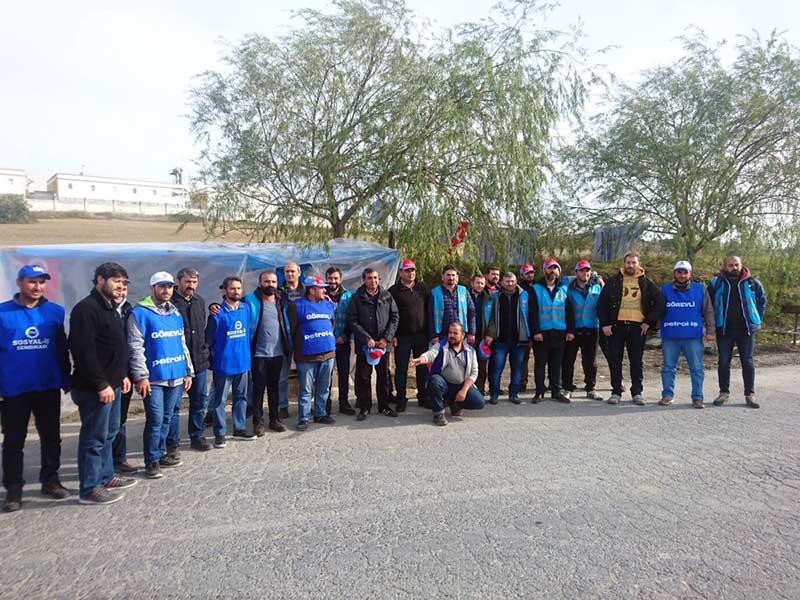 Direnişteki Kod-A işçileri AKKİM işçisine dayanışma ziyaretinde bulundu (Fotoğraf: EVRENSEL)
