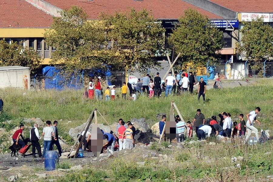 Sultangazı'de tum uyarılara ragmen bazı vatandaslar kurbanlarını bos alanlarda kesti