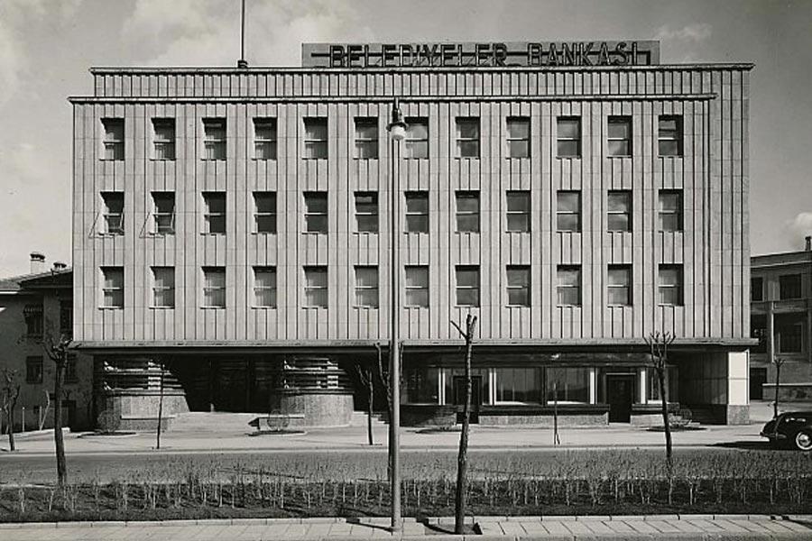 Bina, Mimar Seyfi Arkan tarafından 1935'de yapılmıştı.