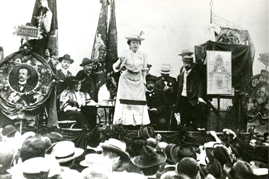 Rosa Luxemburg, 1907 İkinci Enternasyonal, Sosyal Demokrat Kongresinde konuşma yaparken