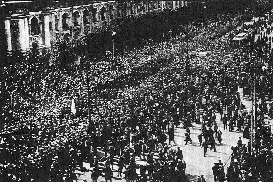 1917, Şubat Devrimi'nden