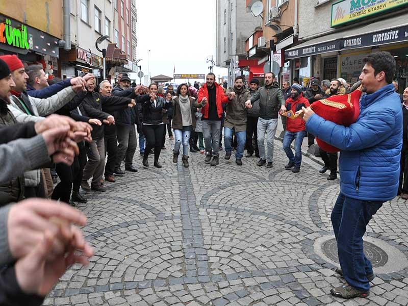 Fındıklı halkı HES projesinin iptalini horonlarla kutladı (Fotoğraf: DHA)