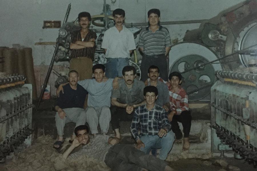 İşçi Mustafa'nın işçilik yıllarından işçi arkadaşlarıyla bir ânı