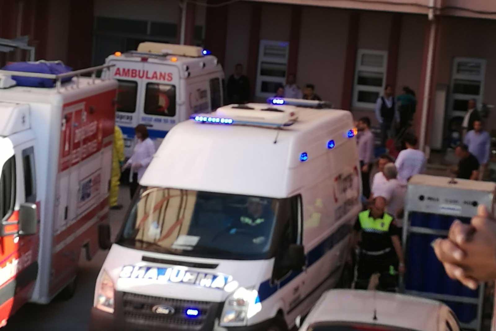 Tüpraş'taki patlamada yaralananlar hastaneye kaldırıldı