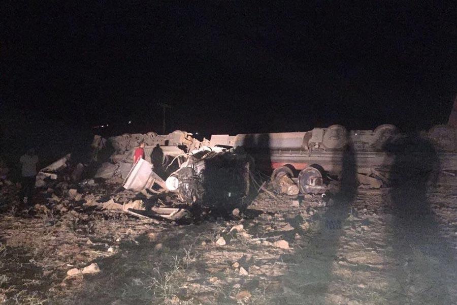 Elazığ'ın Baskil ilçesinde 930 ton demir cevheri taşıyan yük treninin raydan çıkması sonucu makinist Mehmet Kirkin ve yardımcı makinist Sergen Ayverdi olay yerinde hayatını kaybetmişti.