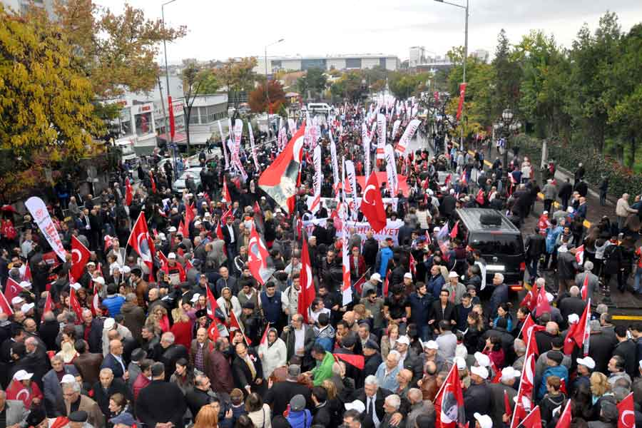 CHP'lilerden Anıtkabir yürüyüşü