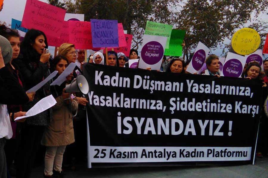 Kadının İnsan Hakları Yeni Çözümler Derneği KİHEP Koordinatörü Zelal Ayman