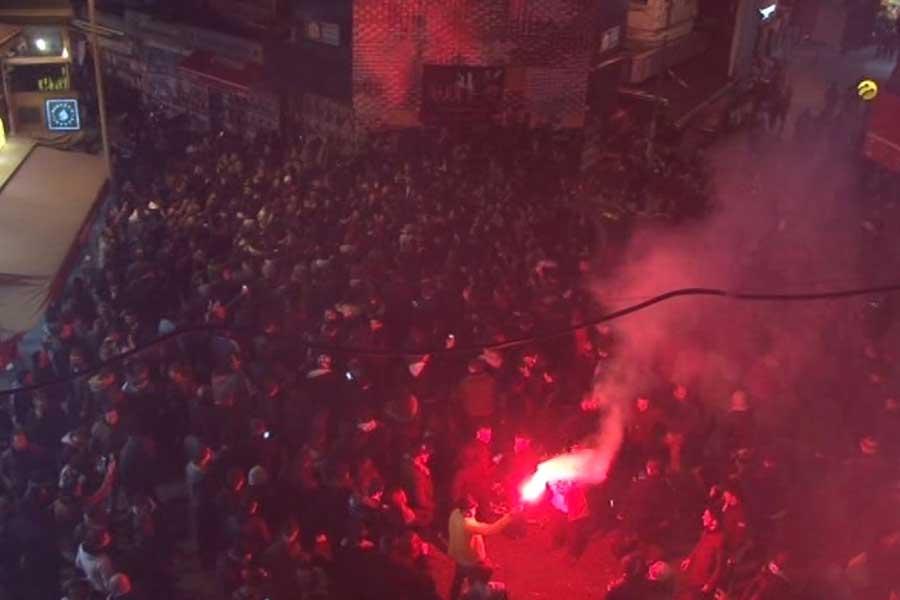 Beşiktaş'ın turu geçmesi sonrasında çarşıda kutlama (DHA)