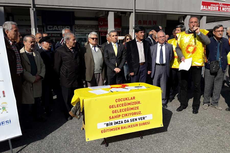 Balıkesir'de Eğitimciler imza kampanyası yaptı (Evrensel)