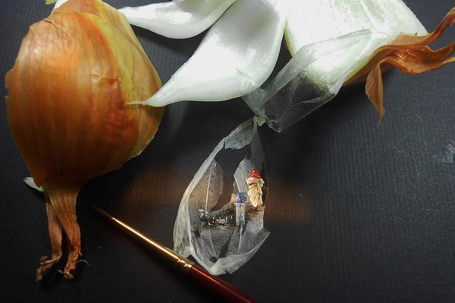 Soğan zarına yaptığı eseri