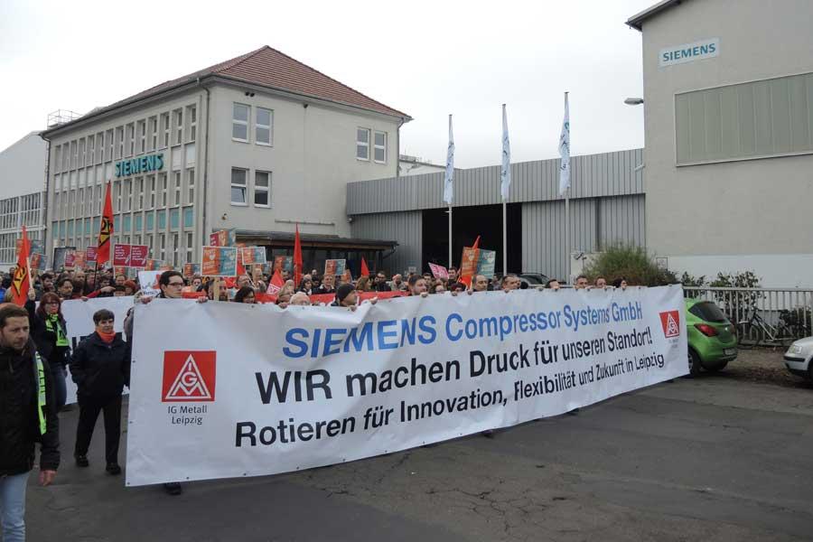 Almanya'da Siemens işçileri işçi kıyımına karşı eylem yaptı (Fotoğraf:Evrensel)
