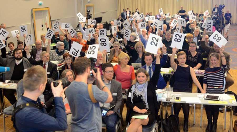 Norveç'te eşcinsellerin kilisede evlenebilmesi 88 oya karşı 155 oyla kabul edilmişti.