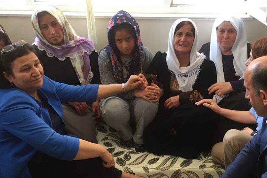 Saldırıda hayatını kaybeden Mehmet Temel'in ailesi taziyeleri kabul etti.