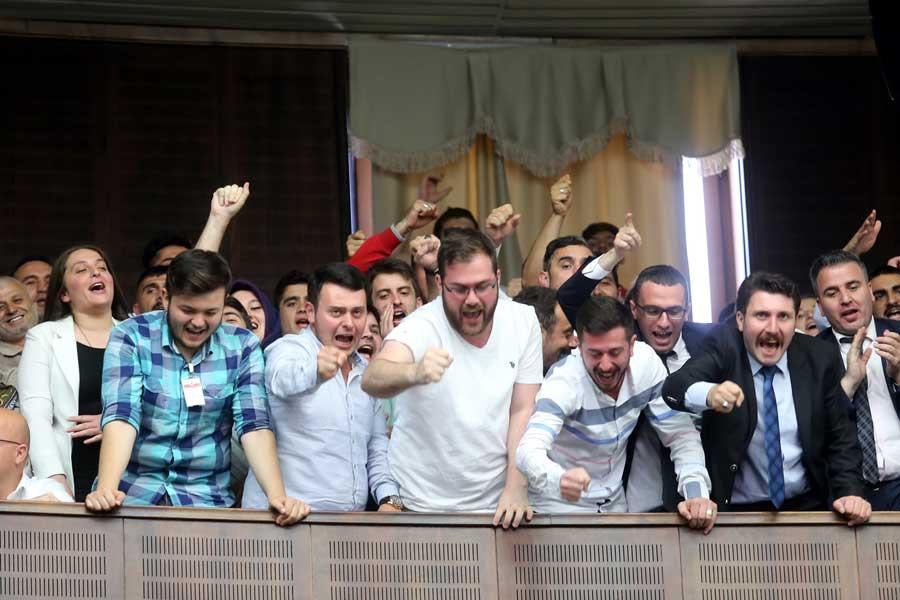 Erdoğan'ın konuşması sık sık tezahüratlarla bölündü