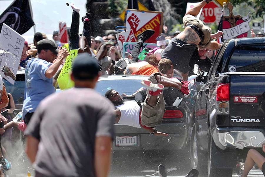 James Fields'in kullandığı araç ırkçılara karşı eylem yapanlara saldırdı.