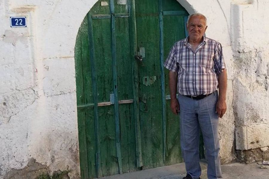 Sinasos'taki duygulandıran buluşmanın tanığı 72 yaşındaki Galip Doğru o günü anlattı. Galip Bey, Fatma Doğru'nun eşiyle amca çocukları.  (Fotoğraf: Birol Malçok)