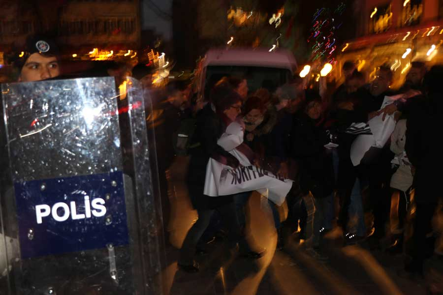 Yüksel Caddesi polis kalkanı