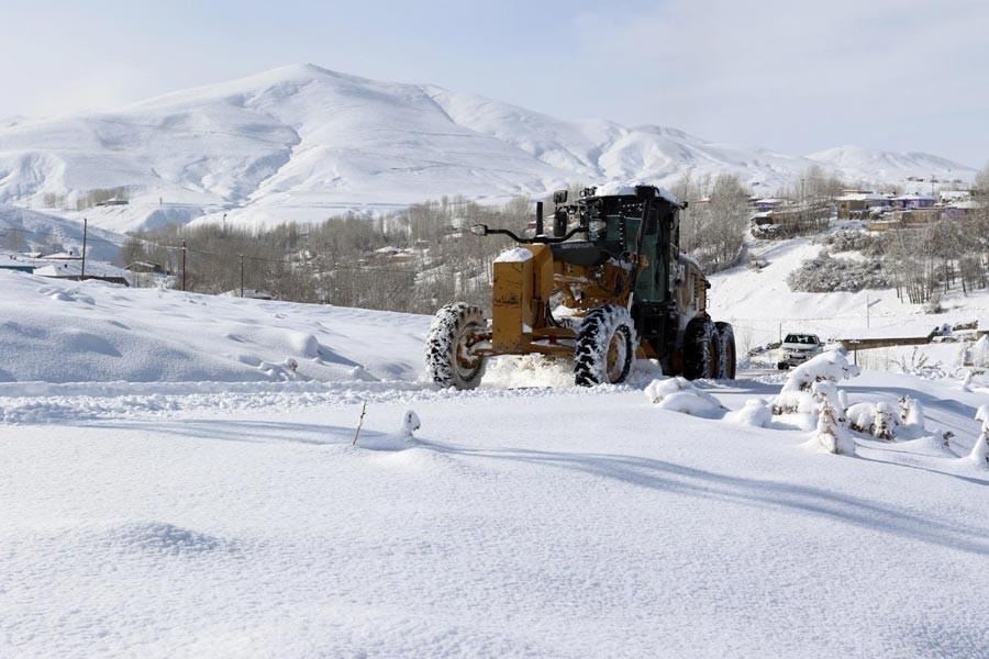 Van ve Hakkari'de kar sebebiyle bazı yollar kapandı