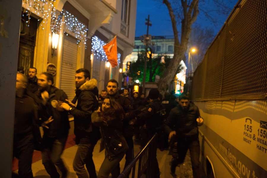 İran protestosuna saldırı: En az 7 gözaltı