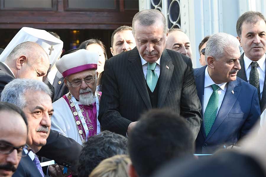 Tayyip Erdoğan, kilise açılışını fırsata çevirdi