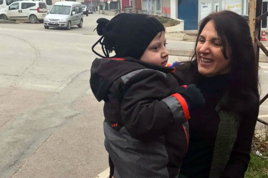 Poyraz Ali annesine kavuştu: Zeynep Bakır tahliye edildi