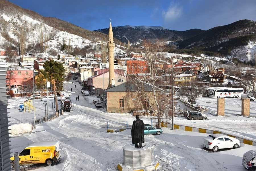 Ardahan'da köy yollarına ve eğitime kar engeli