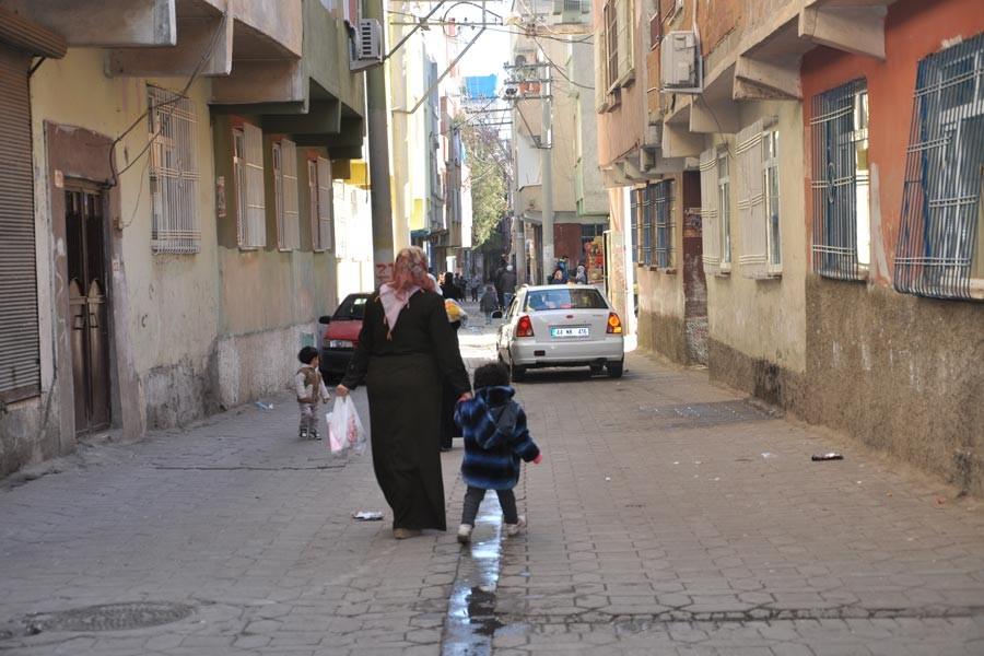Diyarbakır'da kadınlar sokağa çıkmaya korkuyor