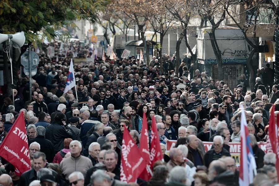 Yunanistan'da işçi ve emekçiler bugün de grevde