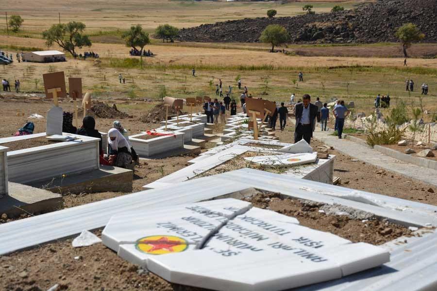 Bitlis'in ardından, Varto'da da mezarlık tahrip edildi