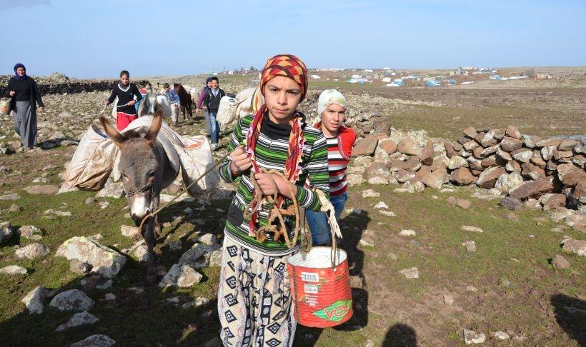 Bu köy içecek suyu eşek sırtında taşıyor!