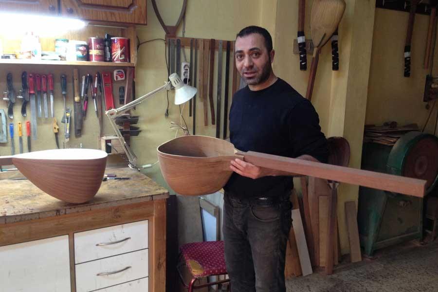 Müzik tutkusunu tenbur yapımıyla sürdüren Adnan Usta