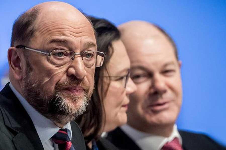 Almanya'da SPD'de koalisyon hükümeti çatlağı