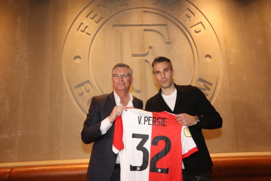 Robin van Persie, Feyenoord'a imzayı attı