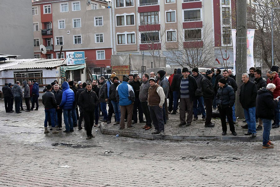 Tekirdağ'da pazar esnafı 3 saat yol kapattı