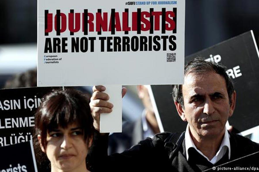 RSF: AKP Hükümeti tüm haberleri kontrol altına almak istiyor